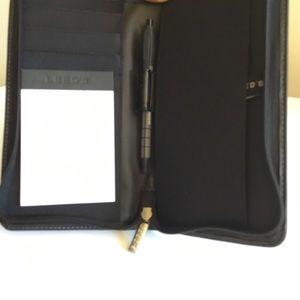 Accessories - Leeds Leather zip organizer New